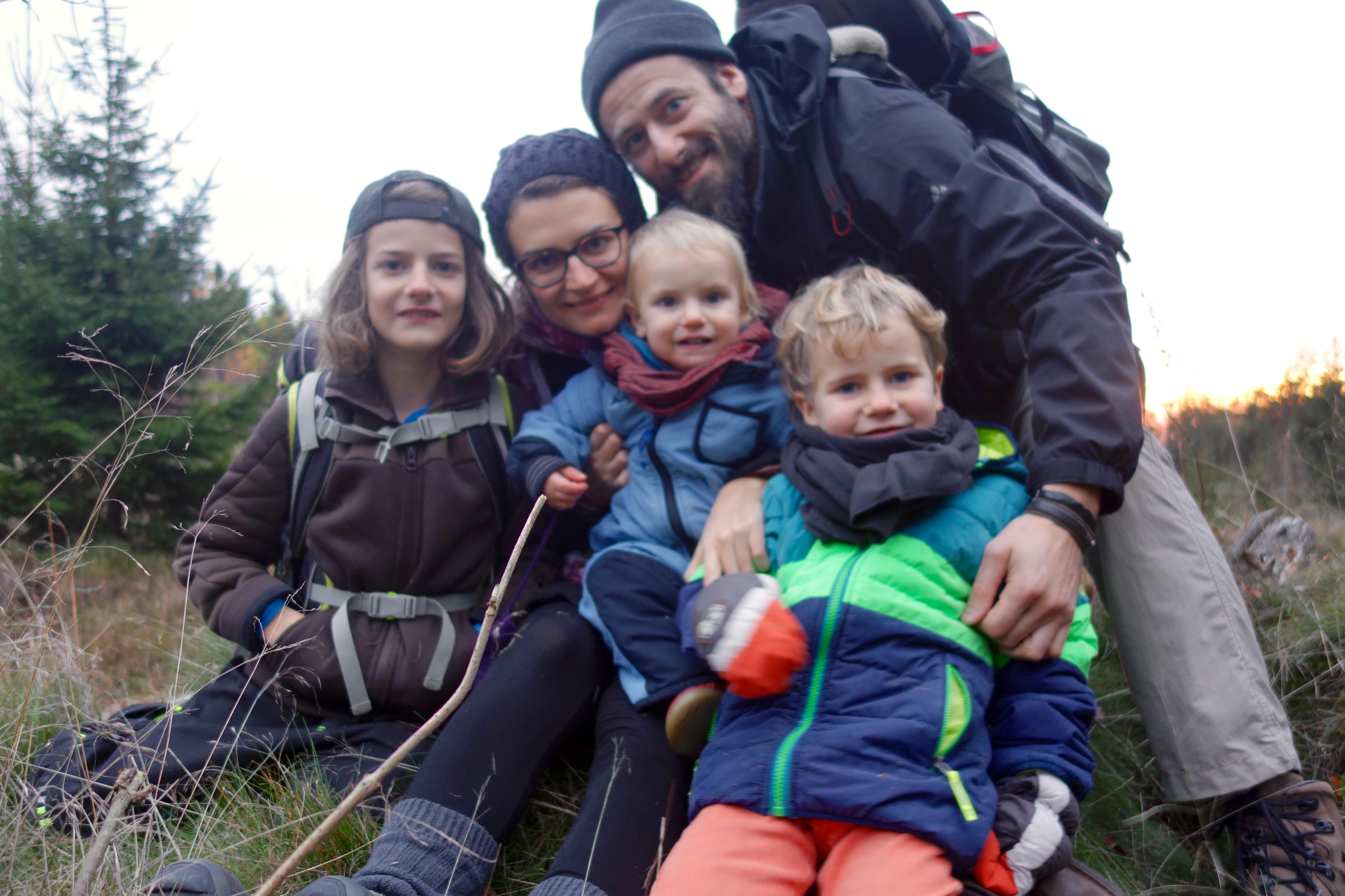 Martin, Julia, Oskar, Viktor und Arthur im Freien_01